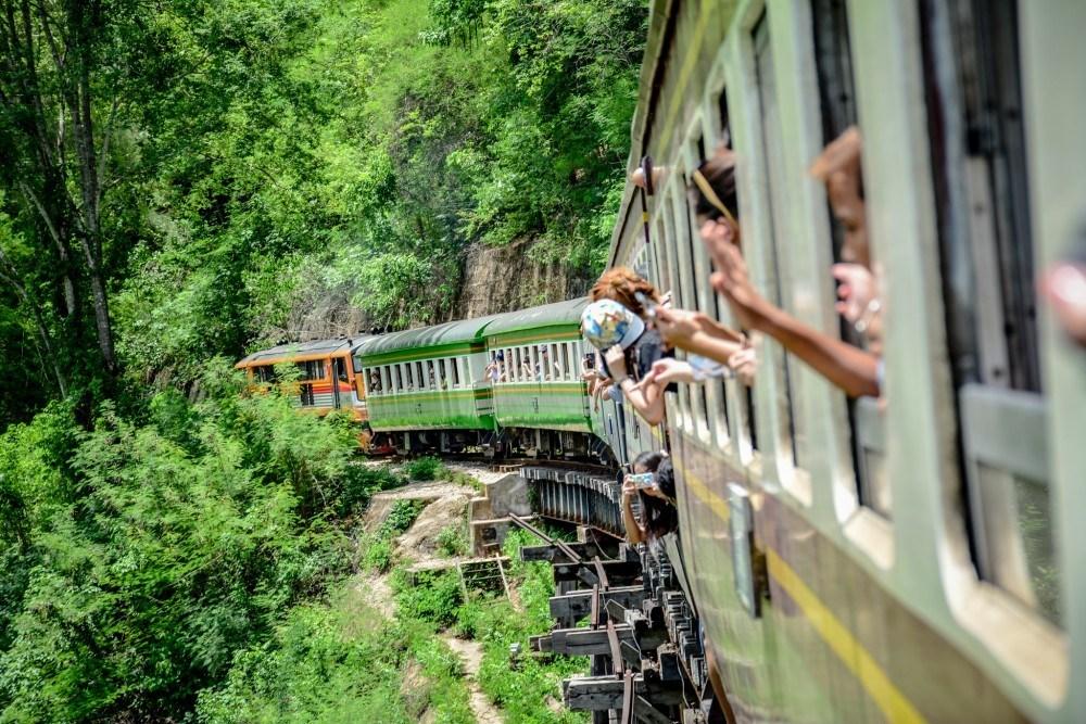 ทางรถไฟสายมรณะ หรือ โค้งมรณะ-ถ้ำกระแซ 4