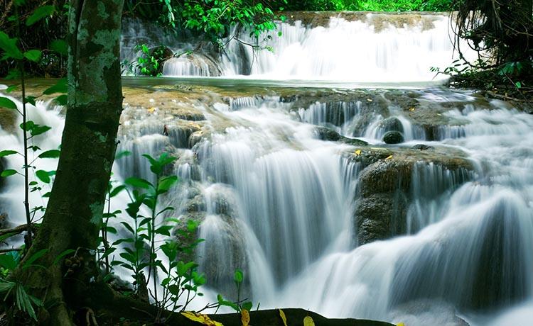 เที่ยวน้ำตกทุ่งนางครวญ น้ำใสสะอาดหากได้ไปแล้วจะติดใจ